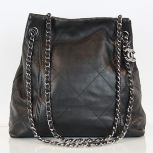 Chanel Ledertasche, Riemen in Kettestil